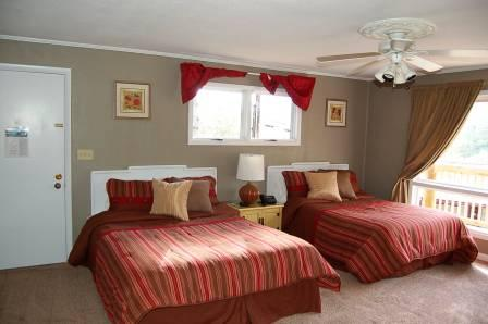 Deluxe Guest Room with Queen & Double Beds